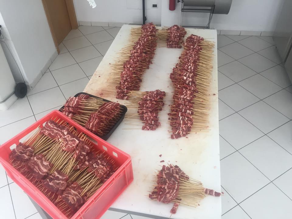 Arrosticini pronti da vendere e cucinare