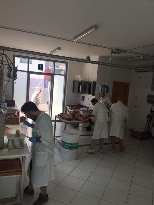 staff macelleria a lavoro