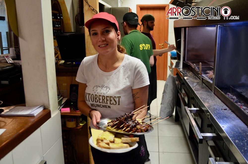 Personale La Locanda Del Puledro Impennato, servizio al tavolo