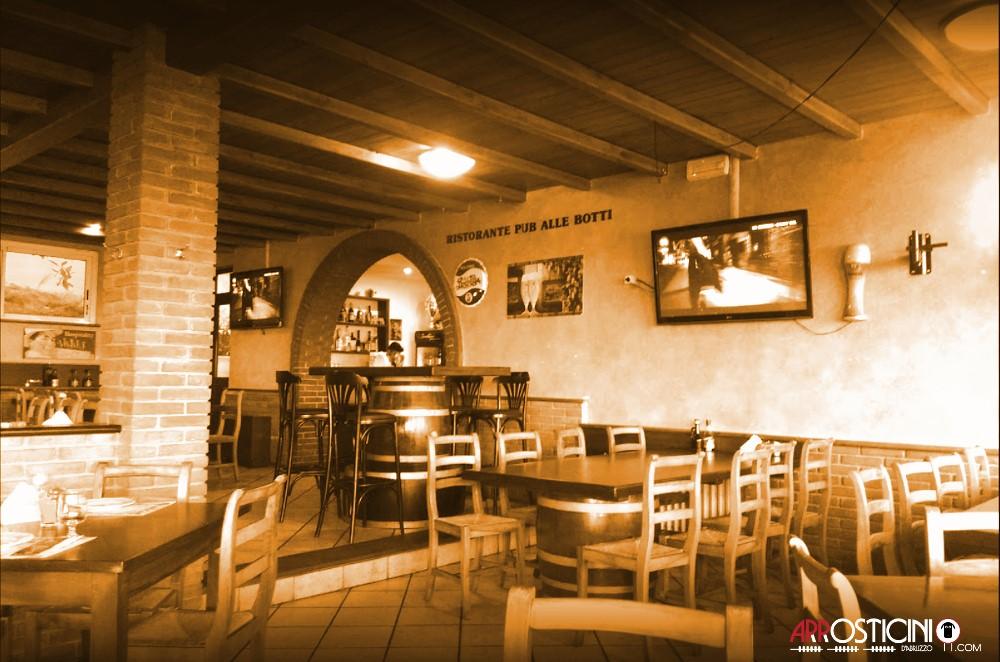 sala ristorante con tavoli di legno del ristorante pub le Botti di Pescara 2 in Abruzzo