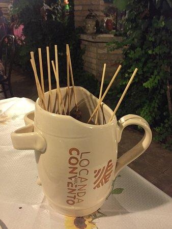 Vaso contenente i tradizionali Arrosticini fatti a mano