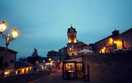 location del ristorante i compari del barone, vista panoramica del locale e del borgo di Tortoreto