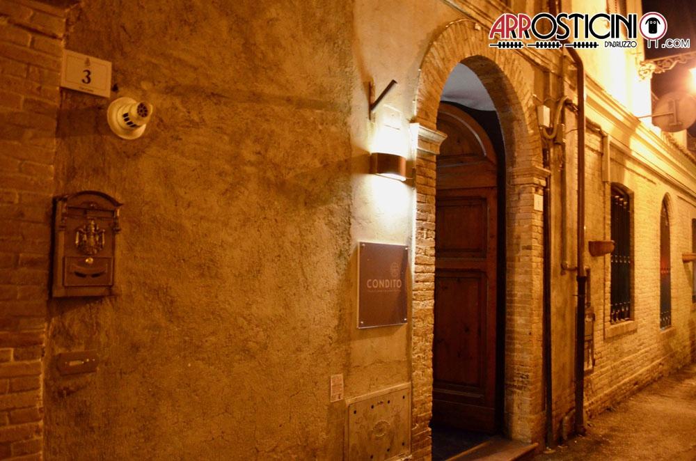 ingresso locale condito centro storico di Teramo