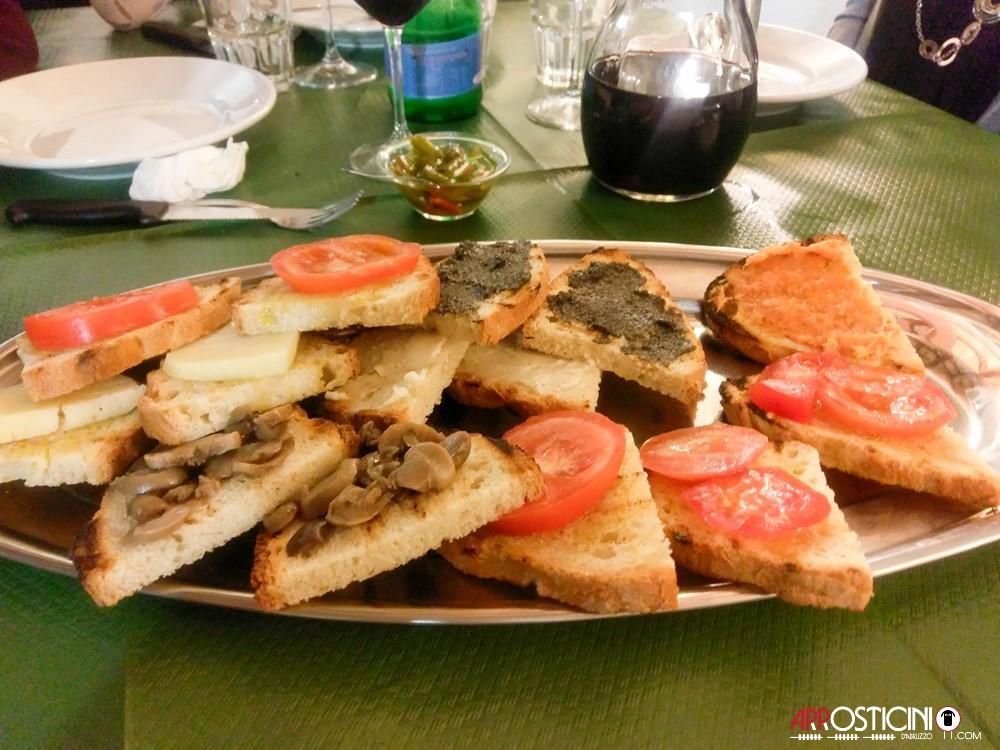 bruschette miste del bar ristorante il Borgo Villa Petto a Teramo