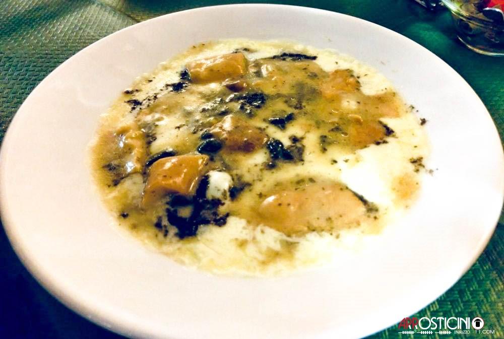 formaggio fuso con funghi porcini e tartufo del bar ristorante il Borgo Villa Petto a Teramo